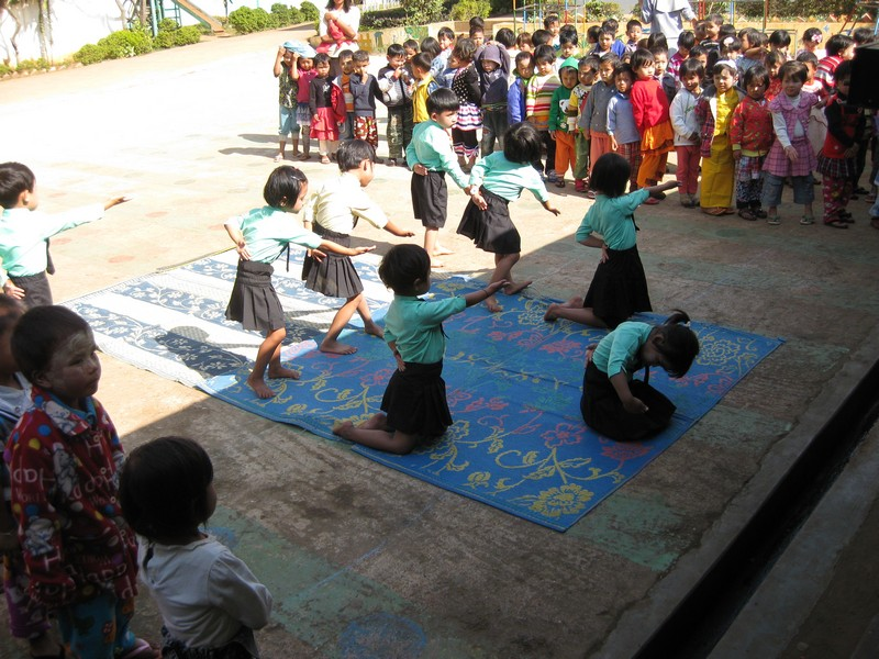 Dance by Kindergarten Children in Anisakan.jpg